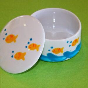 Boîte ronde ouverte décor poissons bulles porcelaine peinte à la main