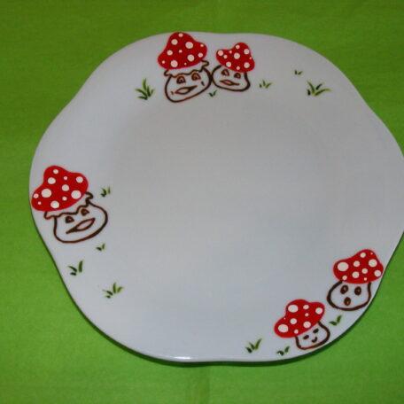 Petite assiette plate forme fleur en porcelaine blanche peinte à la main, décors champignons rigolos