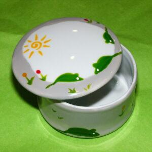 boîte ronde ouverte en porcelaine blanche peinte à la main, décor souris vertes
