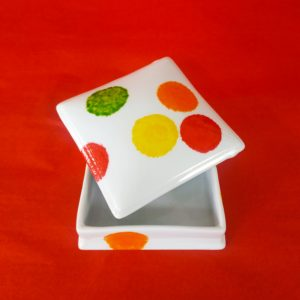 Grande boîte carrée plate, ouverte