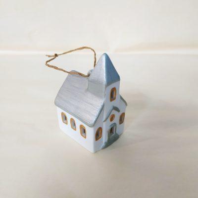 Autre vue maisonnette de Noël à suspendre église toit argent