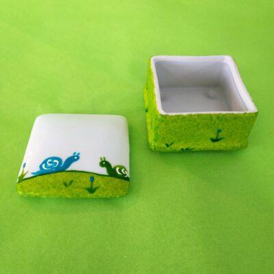 Boîte carrée ouverte